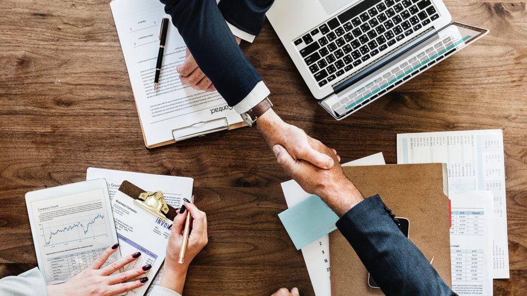 Vertrag, Abschluss, Handschlag, Schreibtisch